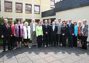 Zahlreiche Gratulanten kamen ins Kreishaus um den sechs Geehrten zu der Auszeichnung mit der Ehrennadel des Landes Rheinland-Pfalz zu gratulieren.