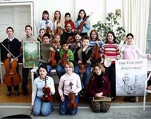 """Im """"Dodo-Club"""" von Peter Mohrs erlernen junge Streicherinnen und Streicher das erste Zusammenspiel im Orchester."""