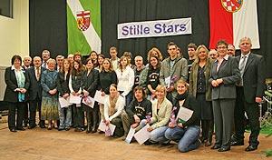 Insgesamt 19 Stille Stars zeichnete Landrätin Beate Läsch-Weber mit dem Ehrenamtspreis des Landkreises Bernkastel-Wittlich aus.