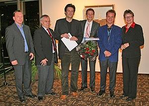 Die Preisträger des Kulturförderpreises 2006 Matthias Ambrosius (3.v.r.) und Thomas Lemmler (4.v.r.) gemeinsam mit den Jurymitgliedern Frank Wilhelmi, Hermann Lewen, Dr. Justinus Maria Calleen und Beate Läsch-Weber(v.l.). Es fehlt Jurymitglied Abt Brun