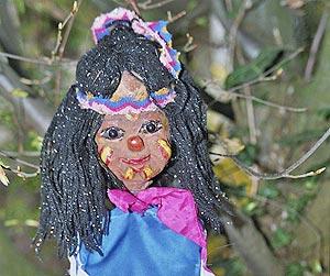 Bild der Marionette des Indianerjungen.