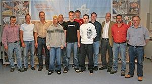Die Auszubildenden des Jahrgangs 2004 mit ihren Ausbildern.