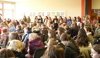 Mädchen bei der Eröffnung des Mädchentags.