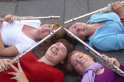 """Das Flötenquartett mit Laura Denzer (v.l.), Evelyn Esch (h.l.), Lisa-Marie Schwarz (h.r.) und Lisa Döring (v.r.) wurde für ihre Interpretation von """"Moon River"""" ausgezeichnet."""