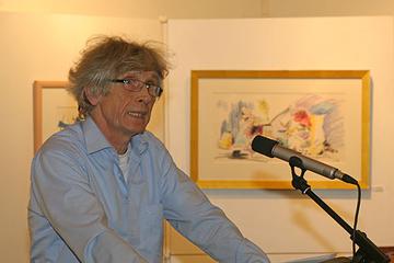 Dr. Hubert Portz, Kenner des Werkes von Bert Dörr, führte in die Ausstellung im Kreishaus ein.