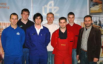 Die fünf Azudenten mit Vertretern des Überbetrieblichen Ausbildungszentrums und der Berufsbildenden Schule Wittlich.