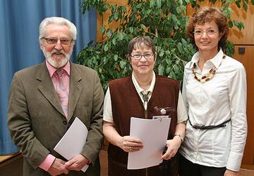 Anita Wirtz mit den beiden neuen Sicherheitsberatern Hedda Schüssler und Reinhold Anton.
