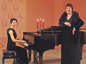 Die Mezzosopranistin Ingrid Wagner von gemeinsam mit ihrer langjährigen, versierten Klavierpartnerin Ute Körner aus Wiesbaden.