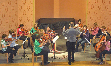 """Streicher-Vororchester """"Dodo-Club"""" unter Leitung von Peter Mohrs"""