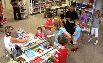 In Kurzinterviews mussten die Teilnehmer des Lesesommers 2009 nachweisen, dass sie die ausgeliehenen Bücher auch gelesen haben.