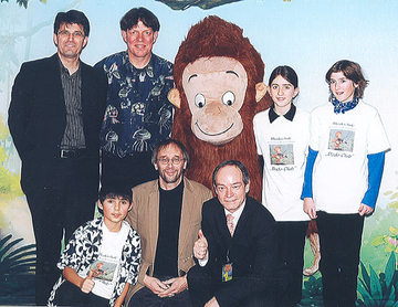 In Köln traf Musikschullehrer Peter Mohrs gemeinsam mit drei seiner Schüler auf Dodo und den Autor Hans de Beer.