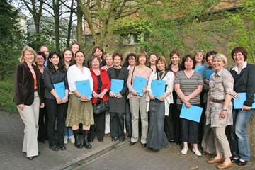 Sechzehn qualifizierte Tagespflegemütter, Referenten und Kooperationspartner.