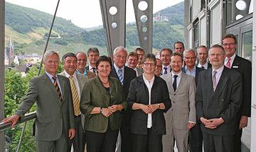 Zwei Tage lang tagten auf Einladung von Landrätin Beate Läsch-Weber insgesamt 18 Vertreterinnen und Vertreter aus zehn Landkreisen, dem Bundesinnenministerium sowie dem Deutschen Landkreistag, vertreten durch das geschäftsführende Präsidialmitglied P